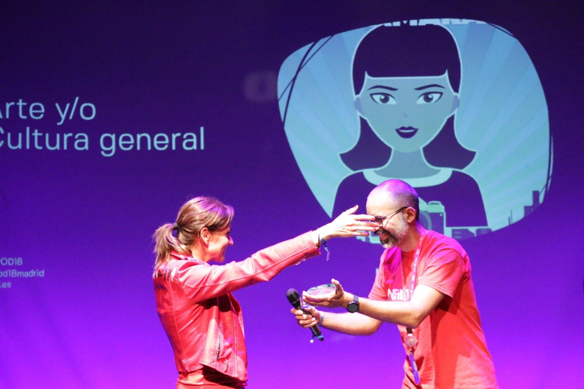 Foto: Patricia Torres - La Mamarazzi, ganadora del premio al Mejor Podcast de arte y/o cultura general 2018 en la IX Edición de los premios de la Asociación Podcast.