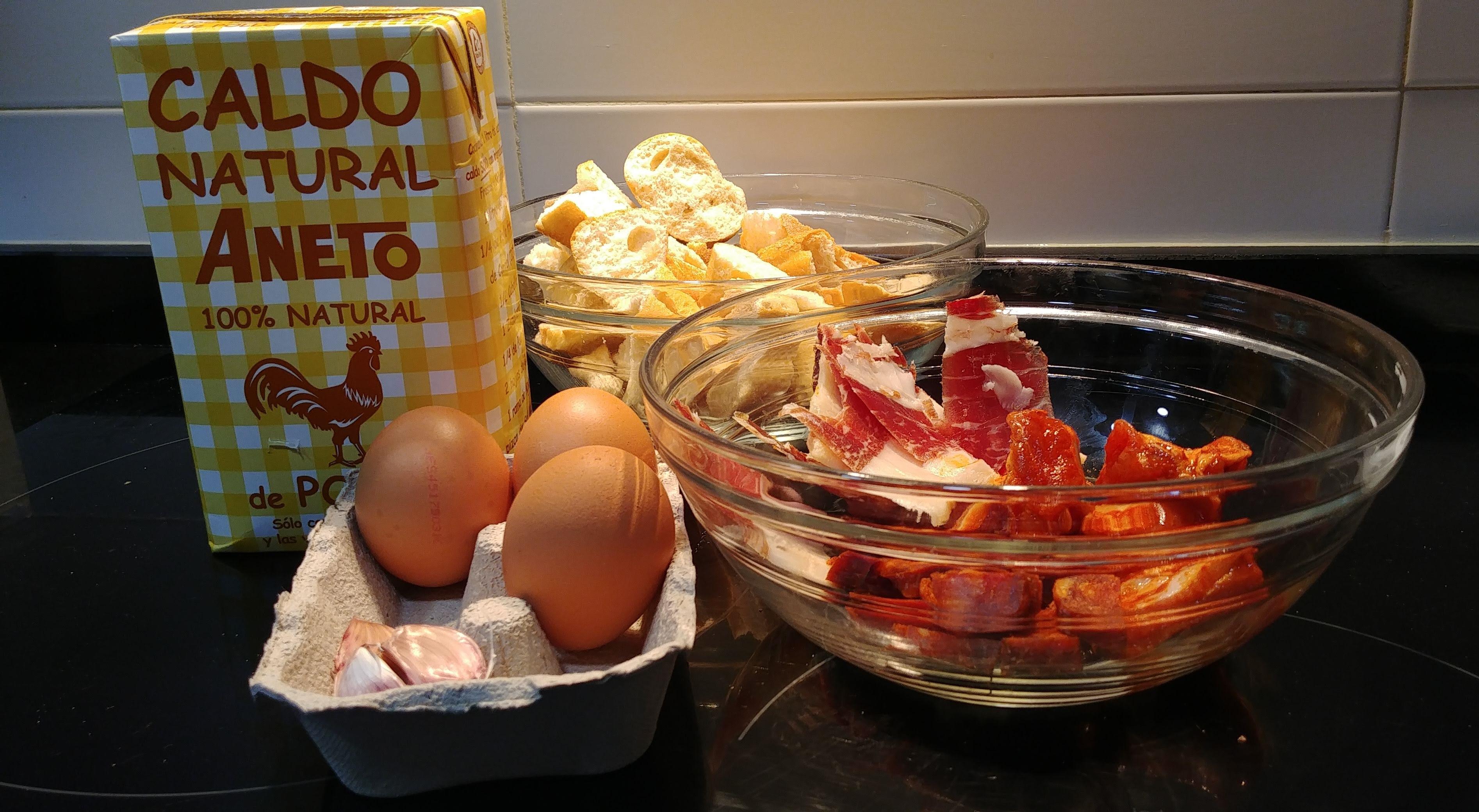Ingredientes de sopa castellana con caldo Aneto